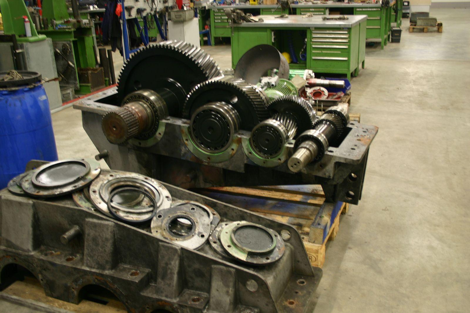 DMA Demontage Baggerhubwerkgetriebe